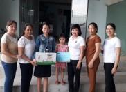 Công đoàn cùng BGH và đại diện giáo viên các cụm lớp trường MN Đại Hồng đã thăm và tặng quà cho cháu Hứa Quốc Nhật Tuyền-học sinh lớp Nhỡ 1 Phước Lâm trường MN Đại Hồng vừa mỗ tim bẫm sinh với xuất quà và tiền mặt là 6.000.000 đồng.